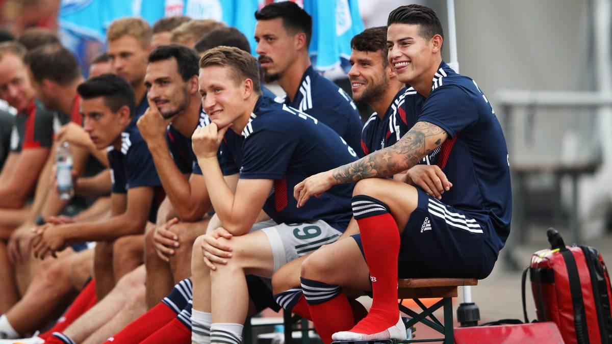 James Rodríguez en el banco del Bayern
