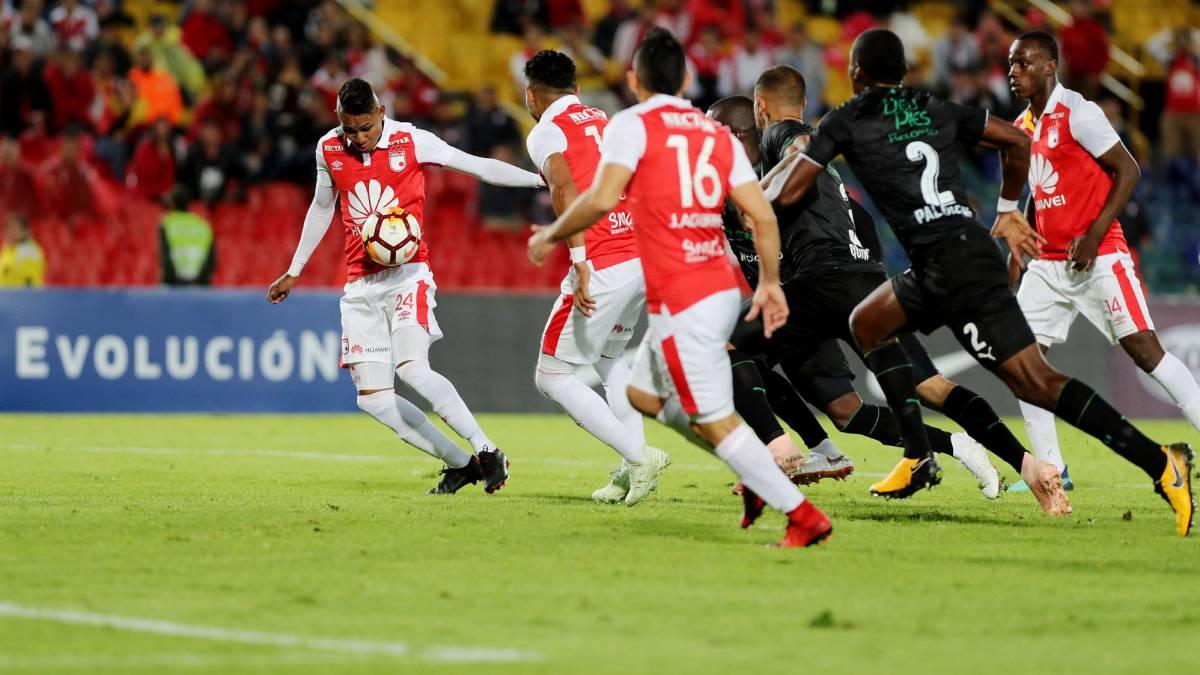 Santa Fe recibió al Deportivo Cali en partido por la ida de los cuartos de final de la Copa Sudamericana hoy 23 de octubre en el estadio El Campín