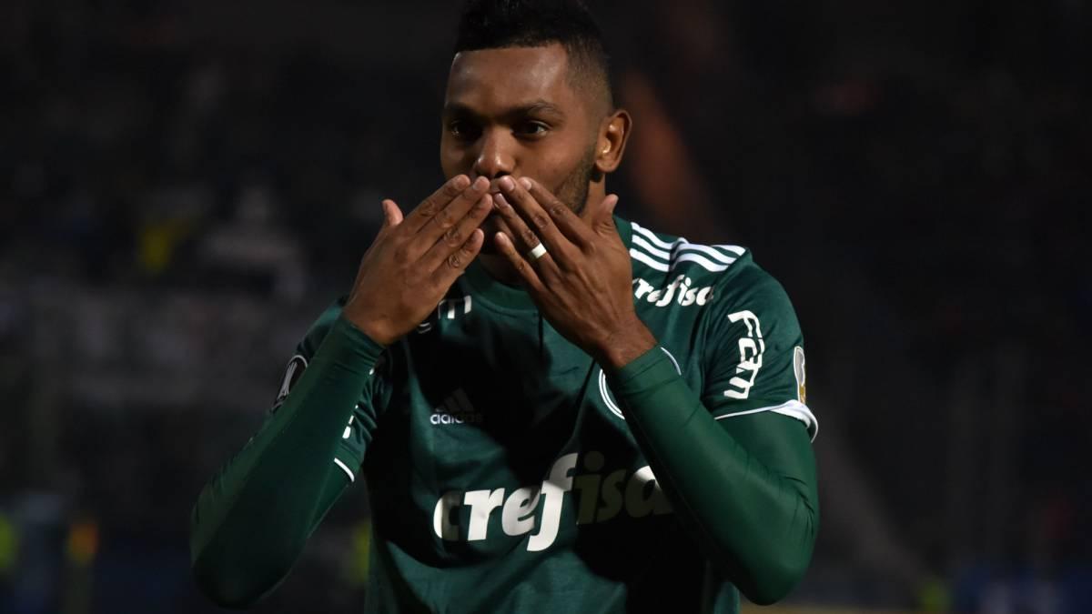Miguel Borja celebra un gol con Palmeiras