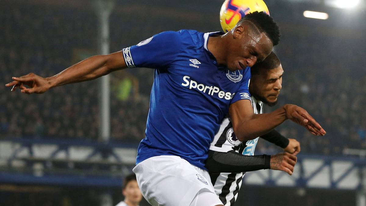 Yerry Mina ante el Newcastle en Premier League