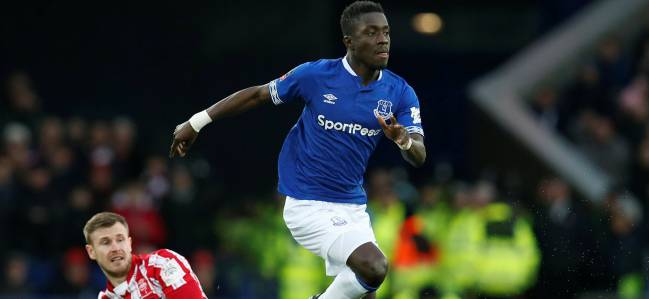 Idrissa Gueye ante el Lincoln City