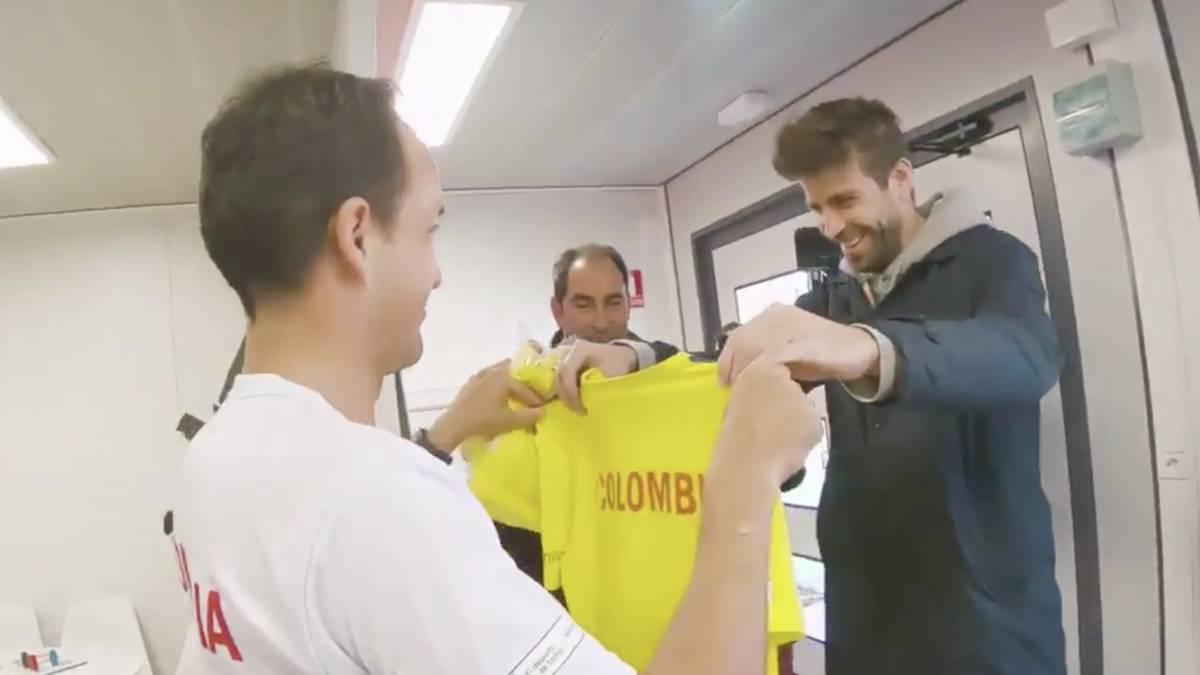 Piqué visita a Colombia en la Copa Davis y recibe regalo - AS Venezuela