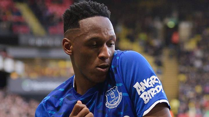 Yerry Mina festeja un gol con Everton en Premier League