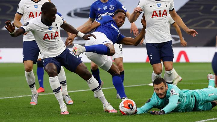 Yerry Mina, defensa colombiano, en el Tottenham - Everton