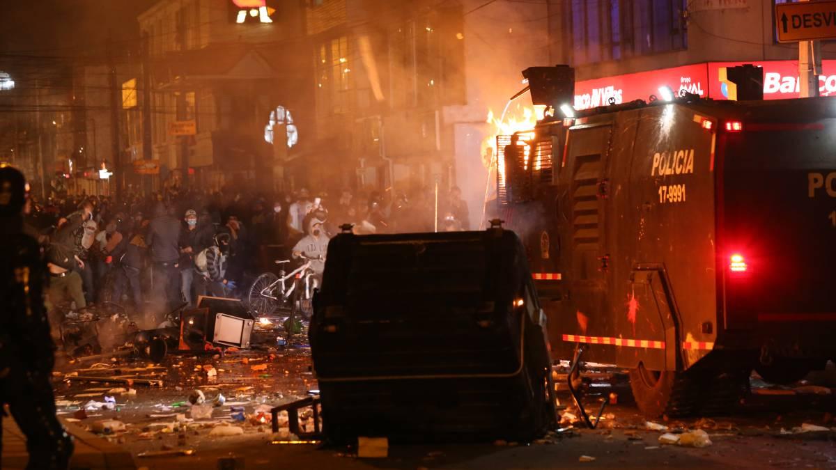 Abuso policial en Bogotá: Protestas y disturbios en el barrio Villa Luz -  AS Colombia