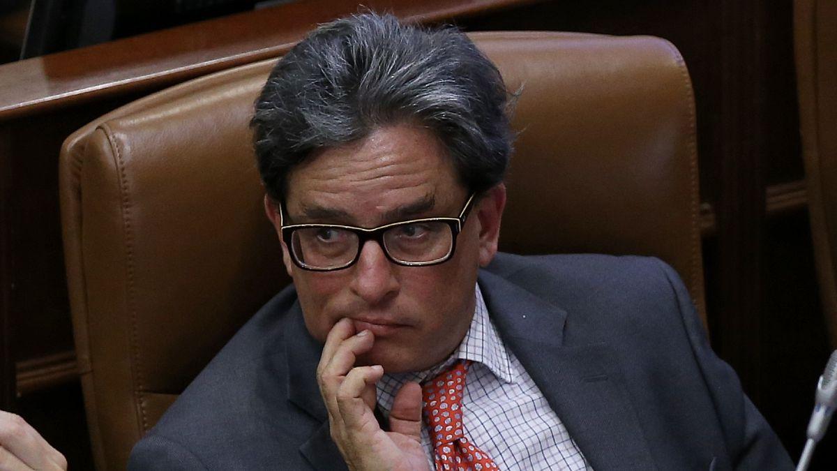¿Por qué están pidiendo dimisión del ministro de Hacienda, Alberto  Carrasquilla? - AS Colombia