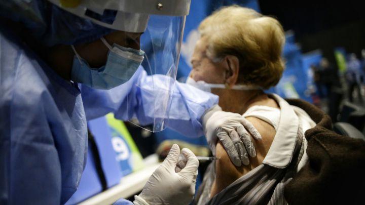 Pico y cédula para vacunación en Bogotá hoy, martes 8 de junio: centros, edades y cómo funciona