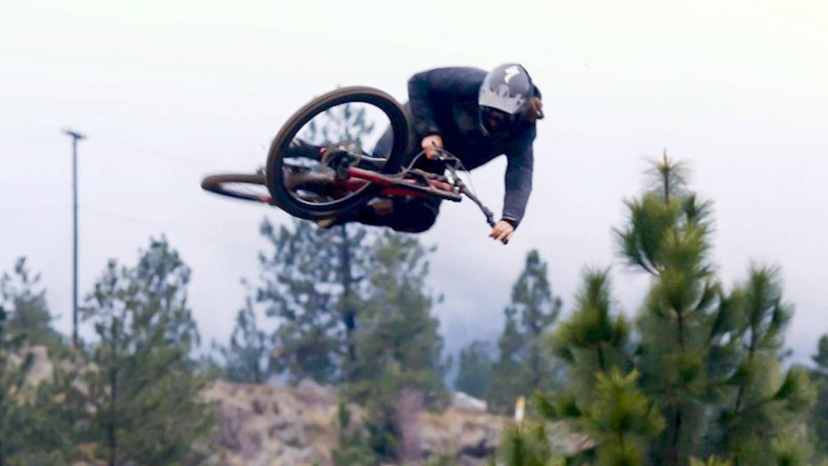 Matty Miles Freeride MTB RAW 100 video