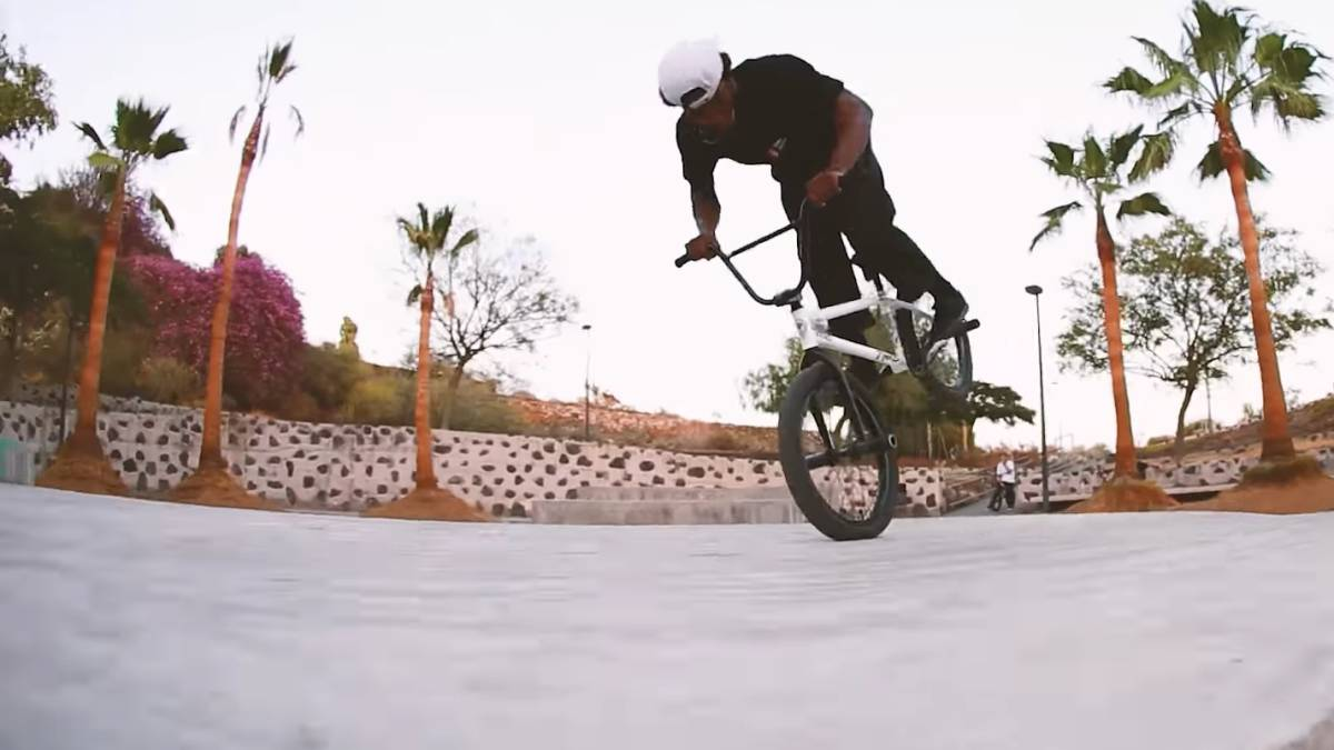 Courage Adams, BMX Tenerife flybikes street wheelie