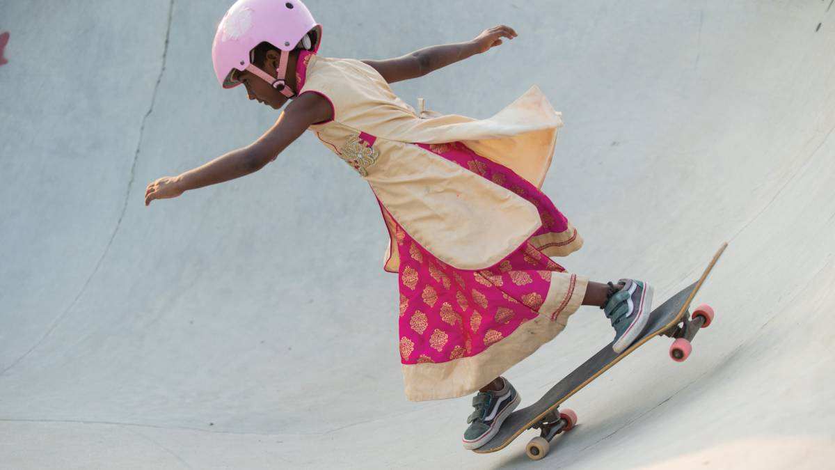 girls skate india niña patinando documental vans