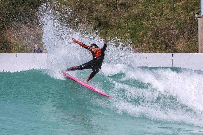 luke dillon wavegarden cove surfista ingles piscina olas artificiales the wave bristol