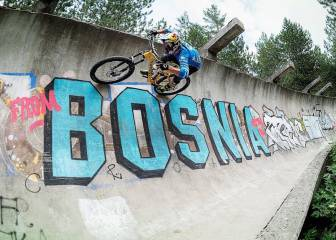 Descenso en Mountain Bike por una pista de bobsleigh