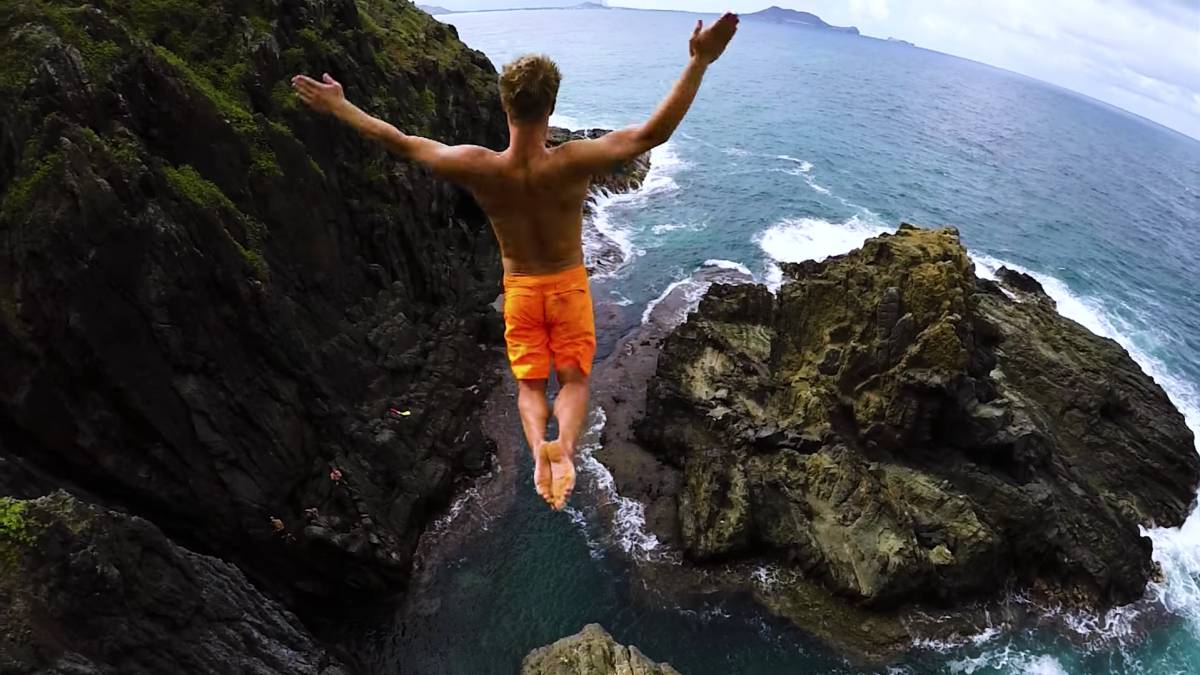 Cliff Jumping Hawái devin super tramp 8K