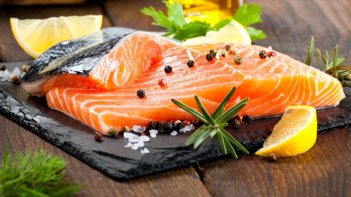 Los 7 alimentos fundamentales para ganar masa muscular for Cocinar salmon