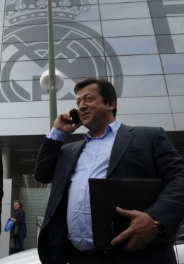 "Özil's father: ""Florentino is not an honourable man"""