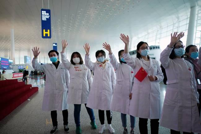 Estados Unidos y China, el día y la noche en la crisis del coronavirus