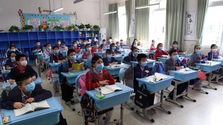 Coronavirus | Así es la vuelta al colegio en China: control de ...