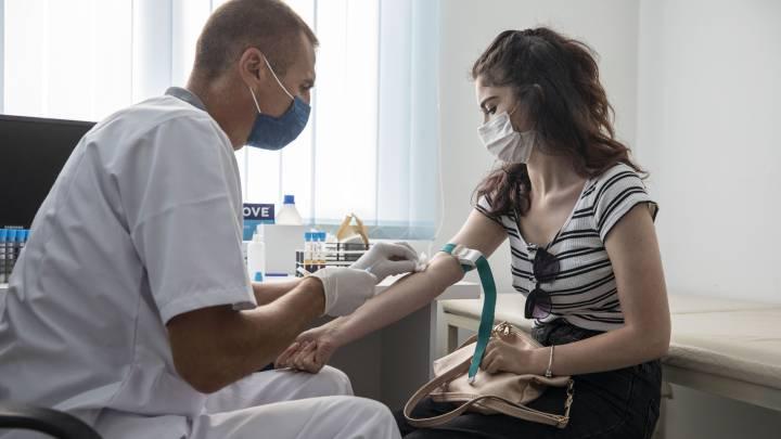 Odborníci odporúčajú vakcínu proti chrípke Covid-19