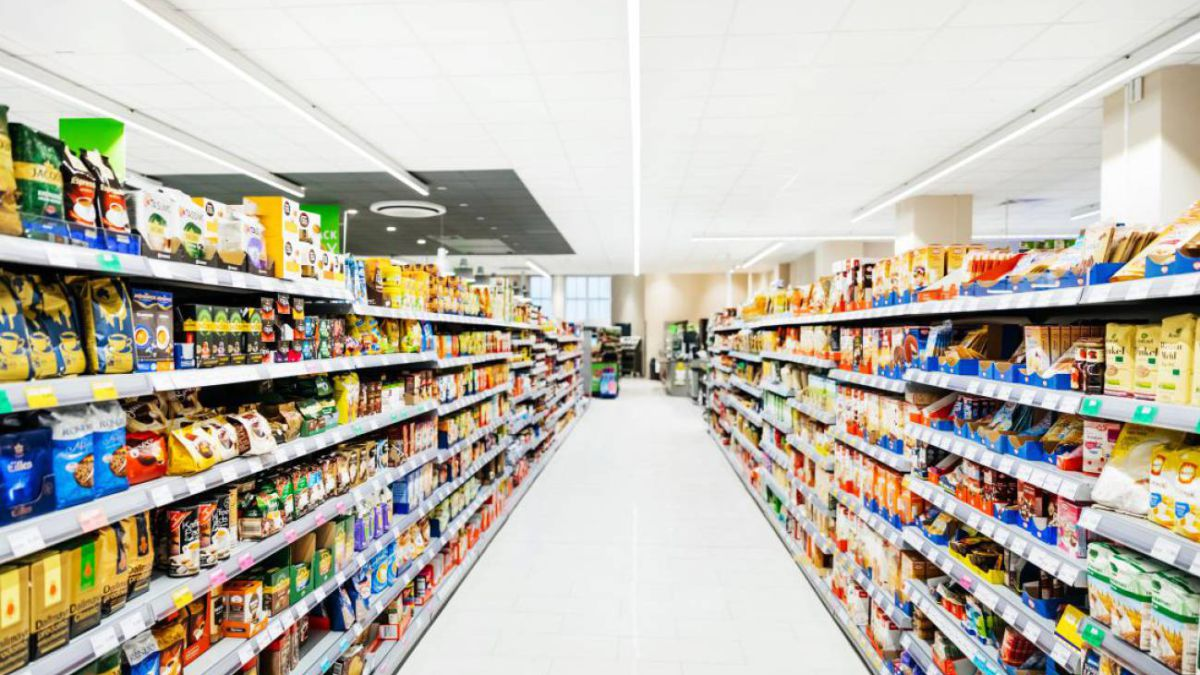 A Scientist points to the Highest Risk of contagion in a Supermarket