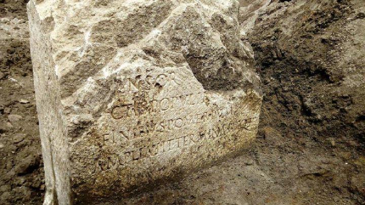 La peculiar piedra descubierta en Roma