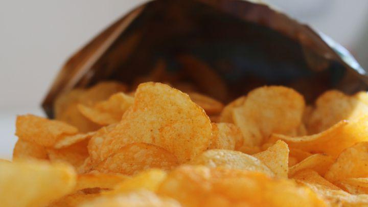 El motivo por el que las bolsas de patatas tienen aire en su interior