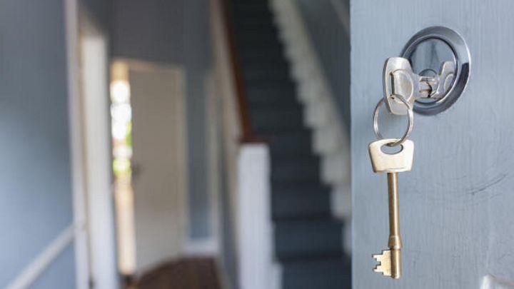 'Impresioning', la nueva técnica de los ladrones para abrir la puerta de tu casa sin forzar la cerradura