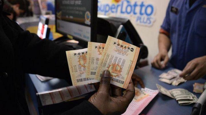Encuentran ahogada a una persona con un boleto de lotería premiado en el bolsillo