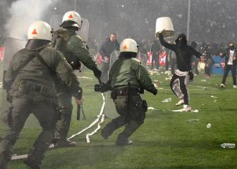 Greek FA condemn Toumba pitch invasion