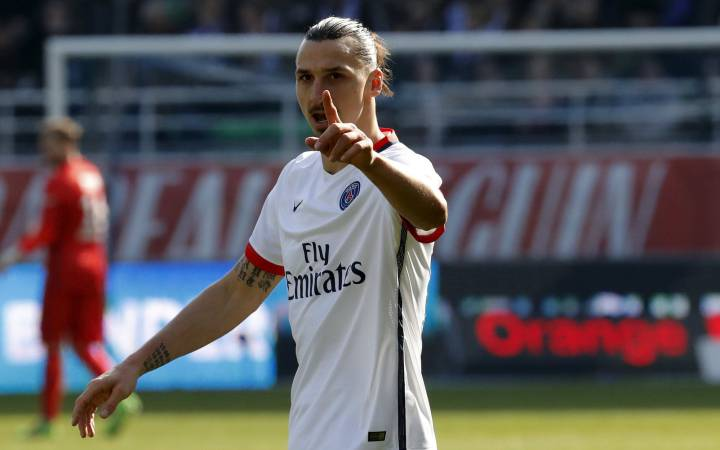 Psg Ligue 1 Replace The Eiffel Tower With A Statue Of Me Ibrahimovic As Com