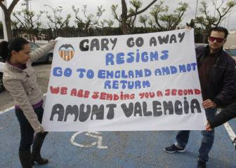 Valencia fans urge \'donkey\' Neville to go in Celta defeat