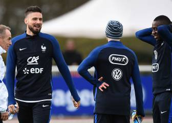 "Benzema business can ""pollute team spirit"" warns Giroud"