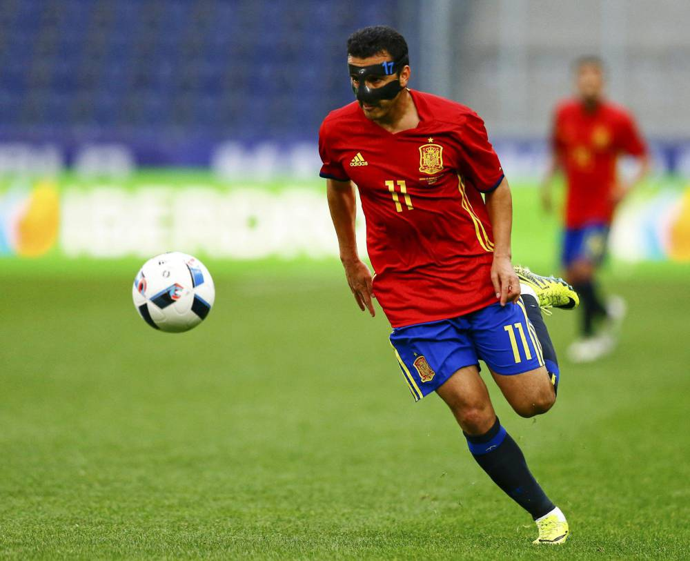 Pedro playing with the Spanish national side.
