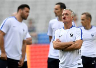 Lloris and Deschamps play down favourites tag