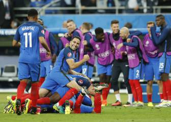 Payet late strike hands France 2-1 victory over Romania