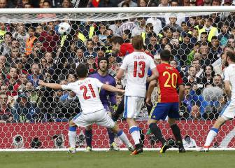 Spain edge past Czech Republic in Euro title defence opener