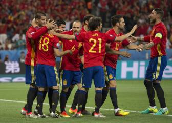 Spain make statement of intent as they stuff Turkey