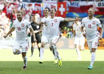 Poland keep nerves steady to make the quarter finals