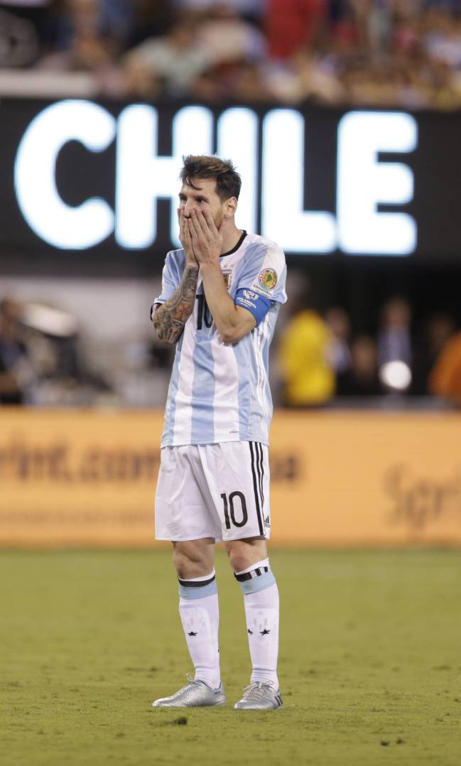 Messi reacts post-match to losing the Copa America final to Chile on  penalties for 0d4b900e2