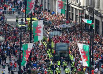 Bale and Wales receive hero's welcome in Cardiff bus parade