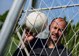Kiraly hangs up baggy trousers: veteran retires from Hungary