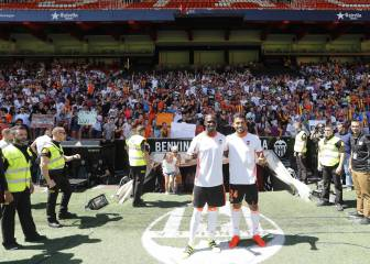 Garay and Mangala presented to 8,000 fans at Mestalla