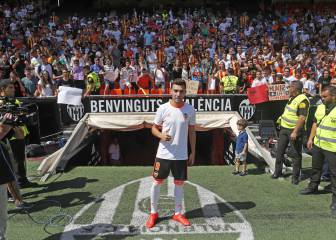 Munir unveiled at La Mestalla: in images