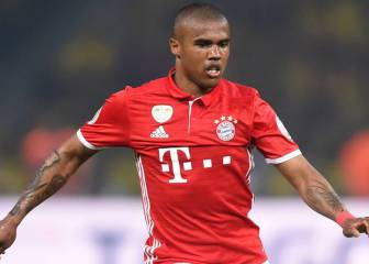 Douglas Costa celebrates Real goals at Dortmund on Twitter