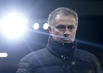 Mourinho off as United fall 11 points behind Chelsea