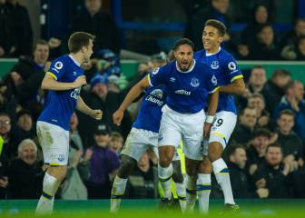 Everton stun Arsenal with late Ashley Williams goal