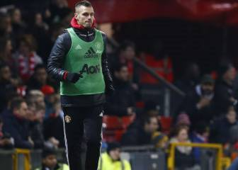 Schneiderlin, Depay frozen out as Manchester United exits loom