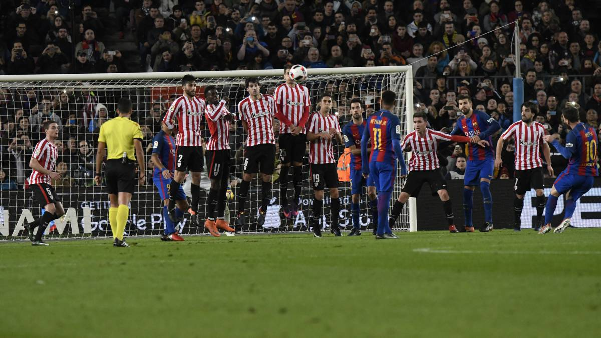 Lionel Messi scores against Athletic Club