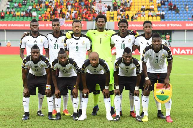 Ghana's squad pose for a group picture ahead of the 2017 Africa Cup of Nations group D football match between Ghana and Uganda in Port-Gentil on January 17, 2017.