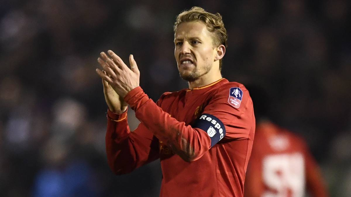 Liverpool's Lucas Leiva applauds fans after the game
