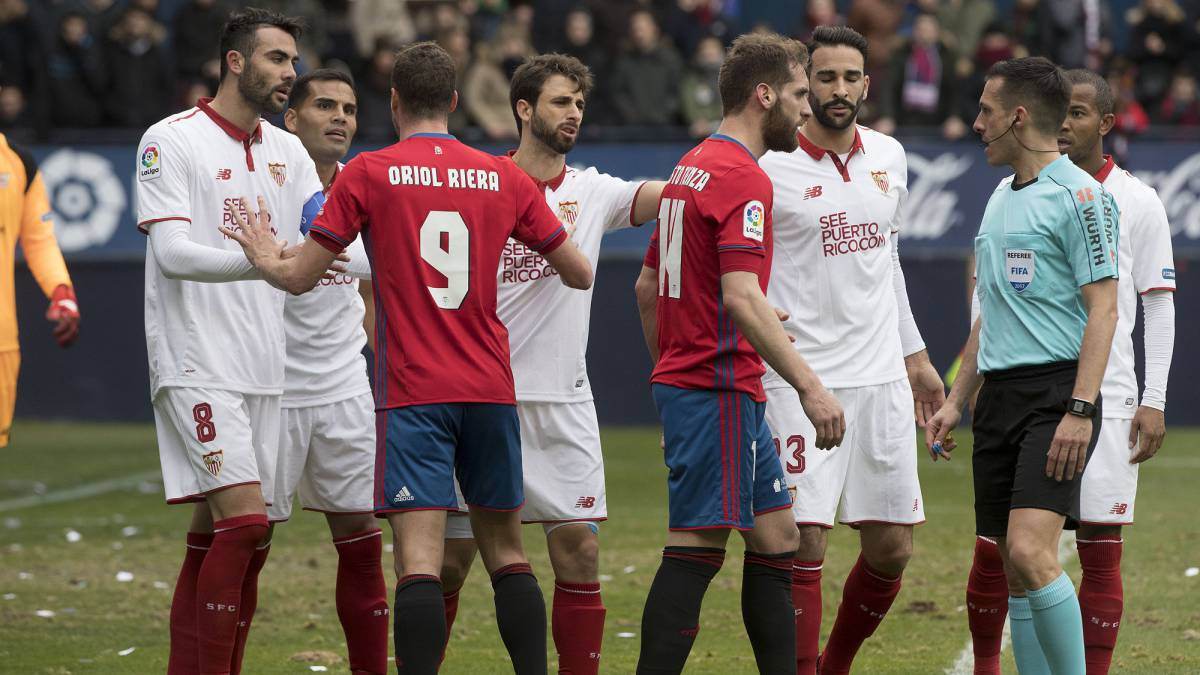 "Osasuna players to referee: ""Put on your Sevilla shirt!"""